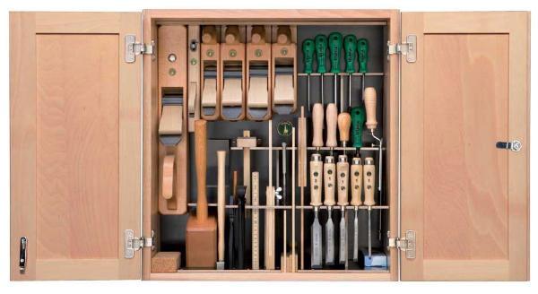 composition de 37 outils de menuisier ulmia en armoire murale en bois vente outillage bois ftfi. Black Bedroom Furniture Sets. Home Design Ideas